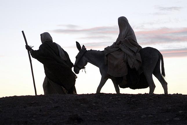 20121204-maria-jozsef-betlehem-szamar-szallast-keres3